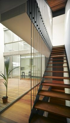 Image 8 of 16 from gallery of TERESA-HOUSE / Rocamora Arquitectura. Photograph by David Frutos Balcony Railing Design, Staircase Design, Architecture Details, Modern Architecture, Stair Handrail, Stair Decor, Modern Stairs, Interior Stairs, House Stairs