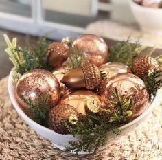Elegant Christmas Trees, Ribbon On Christmas Tree, Christmas Tree Themes, Cozy Christmas, Christmas Colors, Simple Christmas, Christmas Bulbs, Christmas Ideas, Christmas 2016