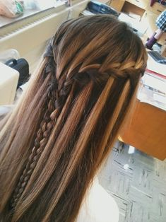 Cool hair style.. i must do this. looks realy good with her highlights