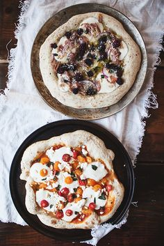 Prosciutto and Blackberry pizza & Margherita pizza with Goat Cheese | the little red house