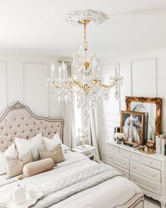 Room Ideas Bedroom, Bedroom Themes, Home Bedroom, Classy Bedroom Ideas, Parisian Room, Parisian Bedroom Decor, Paris Inspired Bedroom, Victorian Bedroom Decor, Parisian Style Bedrooms