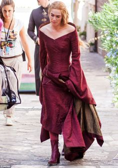 Game Of Thrones heats up: Lena Headey shows off her tiny waist in corset dress Game Of Thrones Cersei, Game Of Thrones Cast, Got Costumes, Cosplay Costumes, Movie Costumes, Cosplay Ideas, Valar Morghulis, Cersei Lannister Costume, Cercei Lannister