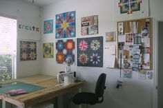 Nice use of wall space in this sewing studio, bright and cheery! #SewingStudio