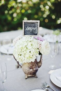 Simple Elegant Wedding table decor