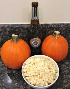 Beer Mac and Cheese recipe - perfect for fall / Oktoberfest - Wanderlust in the City Beer Mac And Cheese, Creamy Mac And Cheese, Crockpot Recipes, Cooking Recipes, Cooking Ideas, Food Ideas, Beer Birthday Party, Cheese Spaghetti, Chicken Spaghetti