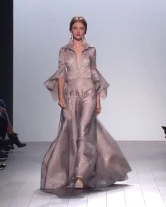 Badgley Mischka Look Spring Summer 2018 Collection - Beautiful A-Lane Evening Maxi Dress / Evening Gown with Half Long Sleeves. Runway Show by Badgley Mischka Source by - Fashion Show Dresses, Couture Dresses, Fashion Outfits, Evening Gowns With Sleeves, Evening Dresses, Long Gown With Sleeves, Women's Runway Fashion, Couture Fashion, Fashion Trends