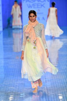 Lakmé Fashion Week summer/resort The best kurtas spotted on the runway Big Fashion, Indian Fashion, Payal Khandwala, White Kurta, Vogue India, 2020 Fashion Trends, Lakme Fashion Week, Indian Couture, Sustainable Clothing
