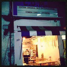 Artisans  Comida japonesa  Medellín 40, esquina con Sinaloa  Tel: 52084171  Lunes a sábado 13:30 a 21:30  Precio 130 -150  https://www.facebook.com/pages/COME/169635389765515