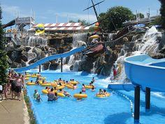 The Big Kahuna Water Park in Destin, Florida is a wonderful supplement to the free water that you can find on the beach. Here you will find people coming with slides, tubes, and surfboards to spend some enjoyable hours.
