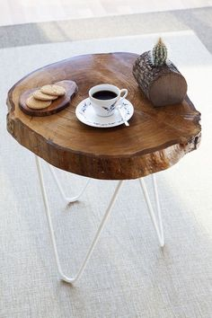 Natural wood table - circle iron legs You can sit and have tea and read books Log Furniture, Furniture Design, Wood Trunk, Wooden Tables, Wood And Metal, Wood Art, Wood Crafts, Wood Projects, Diy Home Decor