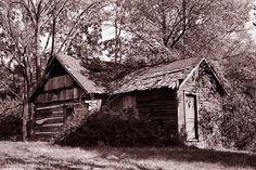 Log Cabin, Carmel, Indiana photo by IndianaRadios