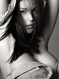 Monica Bellucci (ಠ_ರೃ)
