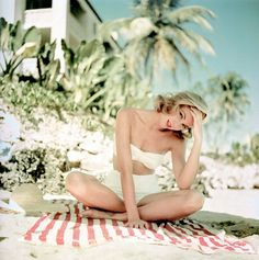 1955. Grace Kelly on vacation in Jamaica.