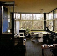 rietveld schröder house interior - Google Search Schroder House, Modern Interior, Interior Design, Walter Gropius, Bauhaus Design, Space Interiors, Scandinavian Modern, All Modern, Modern Architecture