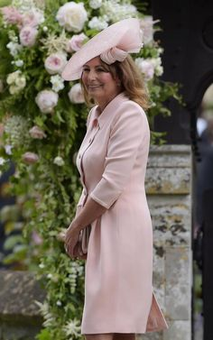 Carole Middleton at the wedding of Pippa Middleton and James Matthews on May 2017 in Englefield Green, England. Kate Middleton Mother, Kate Middleton Family, Pippa Middleton Wedding, Carole Middleton, Pippa And James, Kate And Pippa, Pippas Wedding, Wedding Hats, Wedding Attire