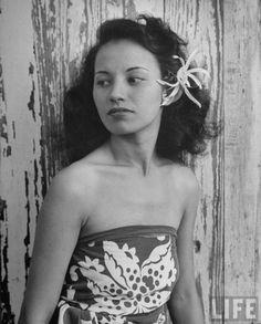 1945 Hawaiian Wahine