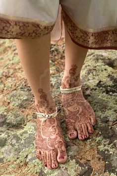 Walking Mehndi