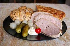 Túto našu obľúbenú sekanú robievam z chudého bravčového bôčika. Pečiem ju na väčšom množstve cibule, potretú horčicou. Je to vďačné jedlo ako za tepla, tak aj na studeno. Rožky do nej nedávam. Czech Recipes, Sausage, Food And Drink, Cooking Recipes, Meat, Breakfast, Kitchens, Food Recipes, Sausages
