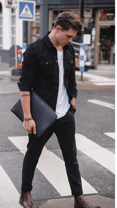 Fall outfit inspiration with a black trucker jacket (denim jacket) white t-shirt wrist accessory black leather notebook black pants brown leather chelsea boots. Brown Leather Chelsea Boots, Brown Chelsea Boots Outfit, Brown Boots Men, Black Leather, Brown Boots Outfit, Man Boots, Chelsea Boots Style, Casual Boots, Leather Men