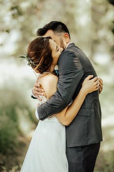 In love with this sweet couple and their simply bohemian outdoor wedding ceremony | Image by Lindsey Noel Photography #bridalfashion #thebride #bride #weddingdress #weddingceremony #bridalhairandmakeup #wedding #coupleportrait #groom #couple #couplephotography #cutecouple #emotionalweddingphoto #weddingphotography #weddingday