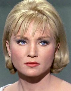 Featuring Susan Oliver with the original green-skinned Orion slave girl look from 'Star Trek'. Star Trek 1966, Star Trek Tv, Star Wars, Susan Oliver, Star Trek Characters, Female Characters, Star Trek Original Series, Starship Enterprise, Woman Movie
