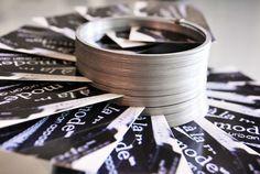 Vintage business card holder - old slinky! alamode Stuff: DIY Slinky business card holder/display - great for indie craft shows or your office desk Vendor Displays, Vendor Booth, Craft Fair Displays, Market Displays, Display Ideas, Vendor Table, Display Pictures, Business Card Displays, Business Card Holders