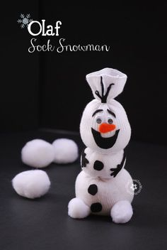 Do You Want To Build a Snowman? {Olaf Sock Snowman Tutorial from OneCreativeMommy.com}