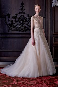 Monique Lhuillier Spring 2016 Bridal Collection. www.theweddingnotebook.com Like th skirt