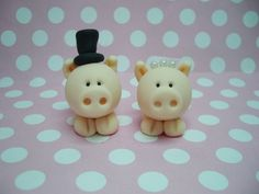 Pig Wedding Topper £10 i soooooooooo need these ickle piggies for my cake :)