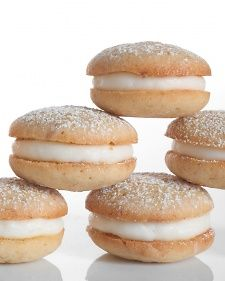Banana Whoopie Pies. These golden-edged banana cookies stuffed with cream cheese frosting :o)