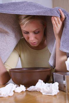 C'est simple : préparer dans un bol assez haut ou un inhalateur si l'on en possède un, 50 cl d'eau, 3 feuilles de laurier sauce et 4 clous de girofle. Portez à ébullition pendant 3 minutes et procéder à une inhalation pendant 5mn. Renouveler l'opération 3 à 5 fois par jour selon les besoins. C'est radical !