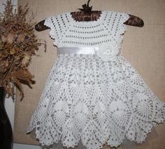 Com - Diy Crafts Crochet Baby Dress Pattern, Crochet Lace Dress, Gown Pattern, Baby Knitting Patterns, Dress Patterns, Crochet Toddler, Baby Girl Crochet, Crochet Baby Clothes, Baby Dress Clothes
