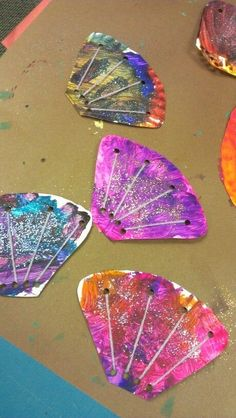 sea shell crafts... cut paper plates into sea shell shapes let kids paint and throw glitter every where once dry i added the yarn for the sea shell affect ツ