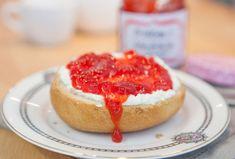 Beim Marmeladekochen kann man nicht viel falsch machen, meint ihr? Von wegen: Ich habe noch ein paar Kniffe für euch, damit euch eine perfekte Erdbeermarmelade gelingt.
