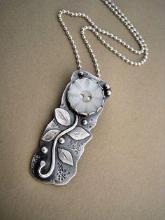 Vintage Button Floral Necklace