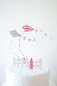 Les cerf-volant : Décoration pour gâteau -Cake Topper - figurine, motif japonais, bleu et rose.