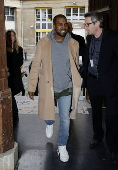 bask in neutral colored comfort Ropa Kanye West, Style Kanye West, Kanye West Outfits, Gq, Stylish Mens Fashion, Men Looks, Grey Hoodie, Fashion Killa, Fashion Week