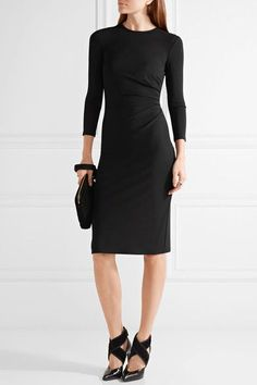 Black stretch-jersey Concealed hook and zip fastening at back 95% viscose, 5% elastane Dry clean