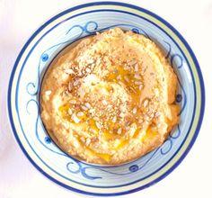 Hummus with dried tomatoes Hummus con pomodori secchi