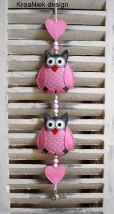 KreaNiek Design: Uiltjes slingers / owl mobile / arts and crafts with owls Felt Owls, Felt Birds, Hobbies And Crafts, Diy And Crafts, Arts And Crafts, Felt Christmas, Christmas Crafts, Christmas Ornaments, Fabric Crafts