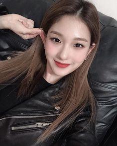fromis_9 [프로미스나인]さんはInstagramを利用しています:「⠀⠀⠀ 플로버 저녁은 먹었습니까아악👾 ⠀⠀⠀ #더여니」 Atualização Do Instagram, South Korean Girls, Korean Girl Groups, Lee Seo Yeon, Fandom, Nayeon, Pop Group, Kpop Girls, Rapper