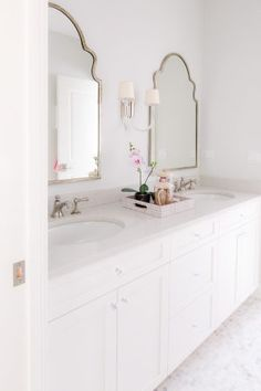Lisa's Lens saved to Bathroom Beauty mirrors source on Home Bunch Bathroom mirror ideas mirrors Diy Bathroom Decor, Bathroom Renos, Bathroom Interior Design, Decor Interior Design, Modern Master Bathroom, Small Bathroom, Bathroom Mirrors, Mirror Vanity, Bathroom Plants