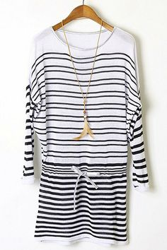 Black and white long sleeved dress.http://roseandpose.com/