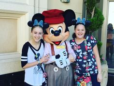 Love you Mickey Mouse! #Disneyland #CaliforniaAdventure #disneylandcaliforniaadventure #Mickey #MickeyMouse #Disney #Cali #DiamondCelebration #Disneyland60 #60thanniversary #October #Halloween #Love #DreamsDoComeTrue #MissThisPlace by disneyland_memories