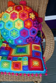 Cheery and bright - mahvelous dawling!  I want to make them, where do I get the yarn/colors?