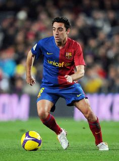 Xavi Hernandez of Barcelona controls the ball during the La Liga match between Barcelona and Sporting Gijon at the Camp Nou stadium on February 2009 in Barcelona, Spain. (Photo by Denis Doyle/Getty Images) *** Local Caption *** Xavi Hernandez Club Football, Best Football Players, Soccer Players, Football Soccer, Xavi Hernandez, Xavi Barcelona, Barcelona Spain, Fc Barcalona, Barcelona Football