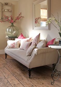 Spicing Up Your Home With Shabby Chic Home Decor Interior Exterior, Interior Design, Living Room Decor, Living Spaces, Dining Room, Dining Table, Neutral Sofa, Cottage Interiors, Country Furniture