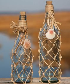 Diy craft decorated glass bottles rope-net-bottle-ideas coastal beach home decoration ideas recycled wine bottles eco red forra botellas para decorar casa Seashell Projects, Seashell Crafts, Beach Crafts, Wine Bottle Art, Wine Bottle Crafts, Jar Crafts, Beer Bottle, Twine Crafts, Vodka Bottle