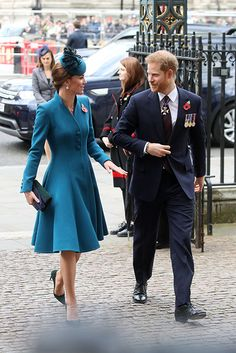 Kate Middleton and Prince Harry join forces to commemorate Anzac Day - all the pictures - Photo 2 Prince Harry And Kate, Prince William And Kate, William Kate, Prince Charles, Duchess Kate, Duke And Duchess, Duchess Of Cambridge, Kate Middleton Pictures, Pregnant Wife