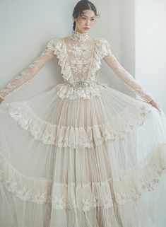 Vintage Inspired Wedding Dresses, Designer Wedding Dresses, Bridal Dresses, Pretty Outfits, Beautiful Outfits, Timeless Wedding, Mode Hijab, French Lace, Lovely Dresses